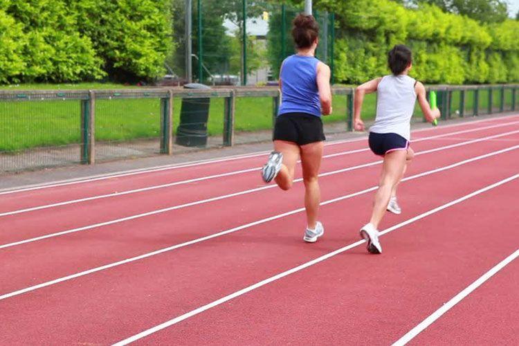 entrenar en pista de atletismo