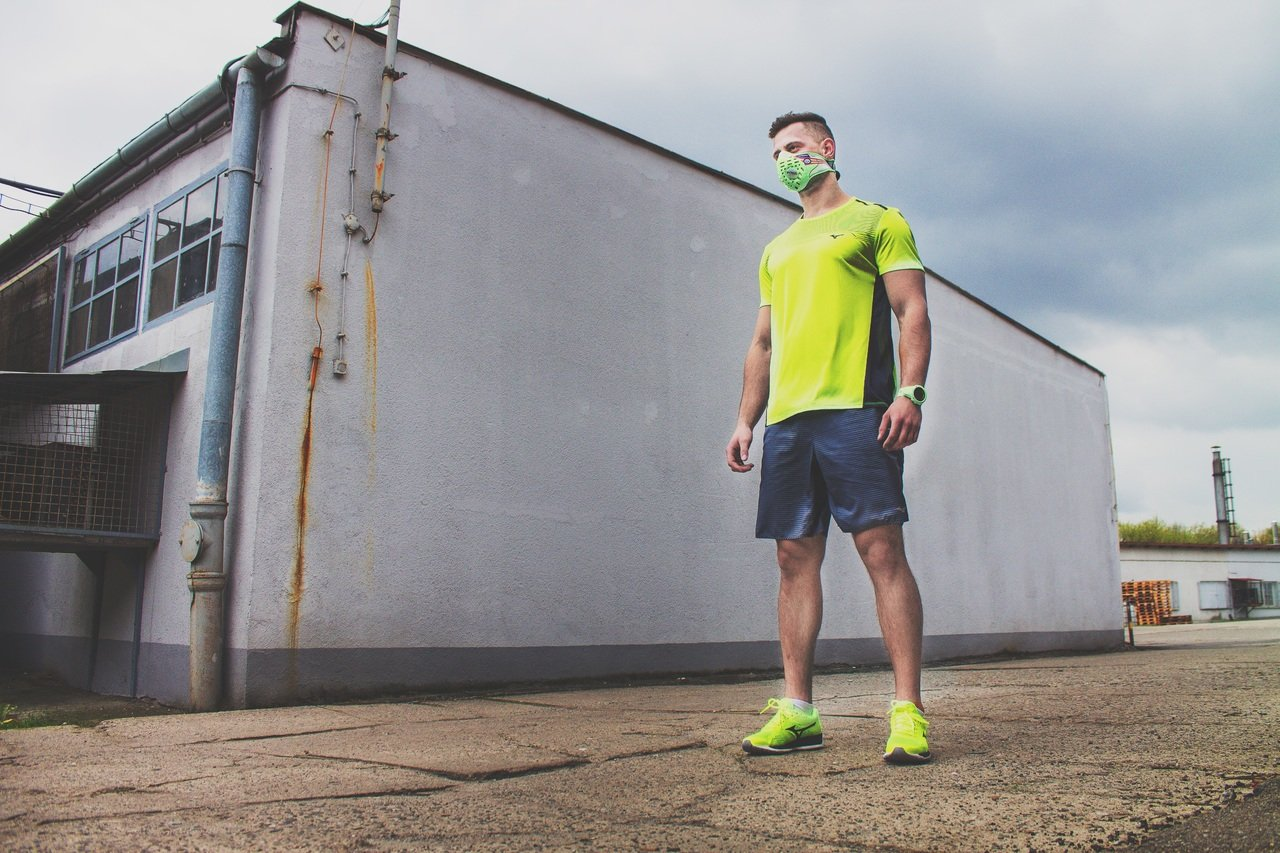 Salir a correr con alto nivel de contaminación, ¿debo hacerlo?