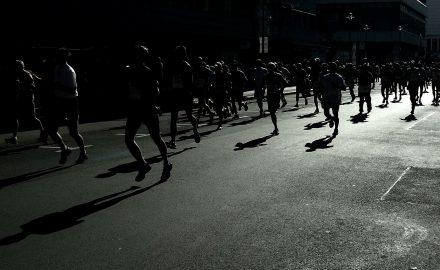 correr de menos a más